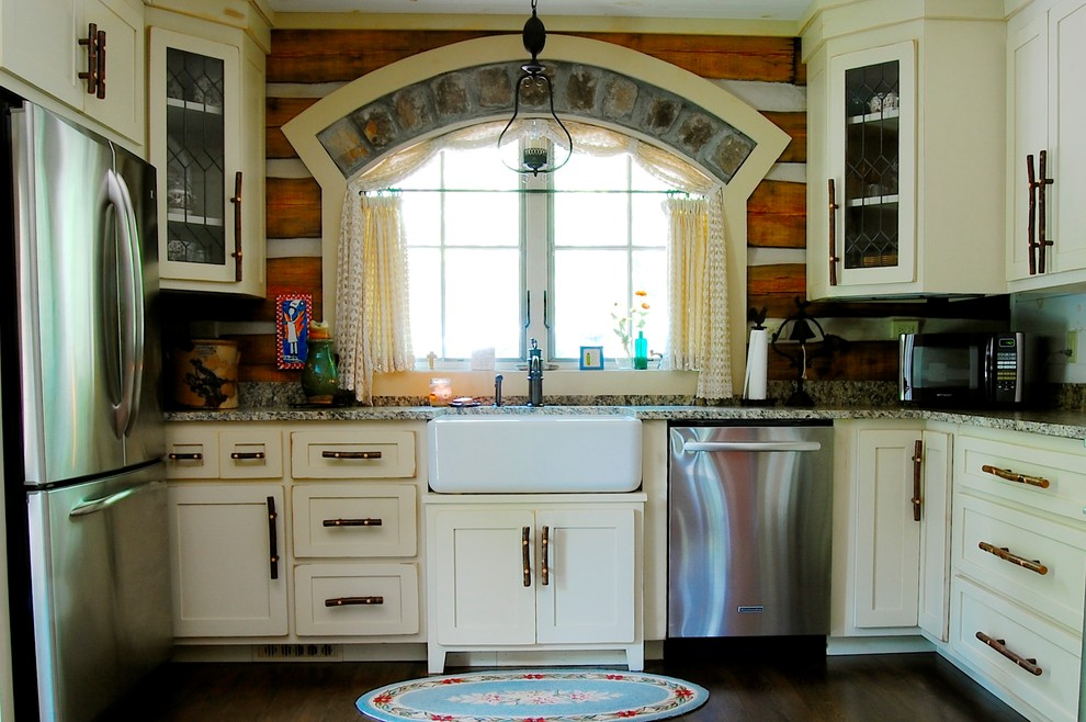 Vintage-kitchen-with-rustic-White-Cabinets