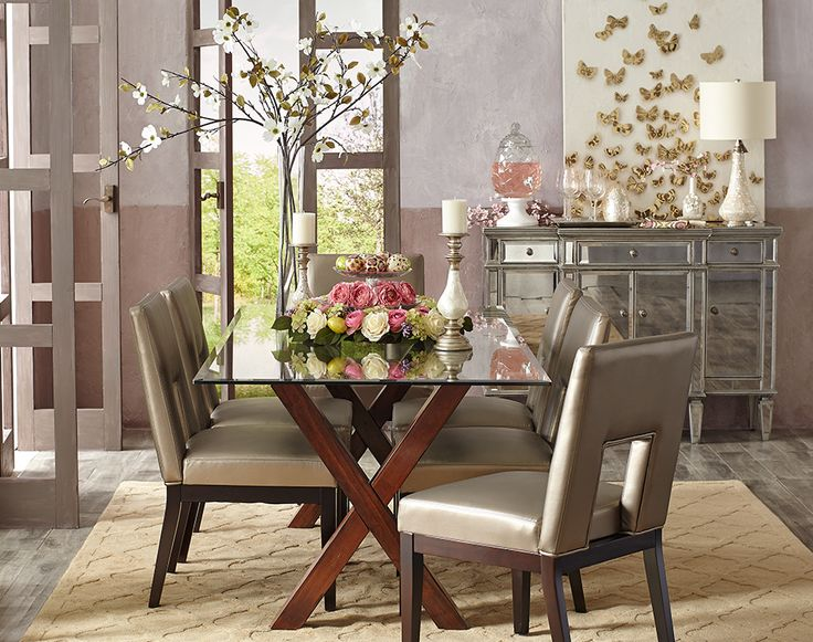 A glamorous spring table may attract a few butterflies
