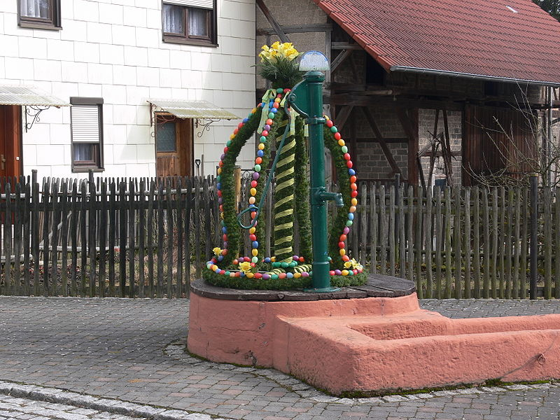 Brunnen-Dekoration-ostern dekorationen