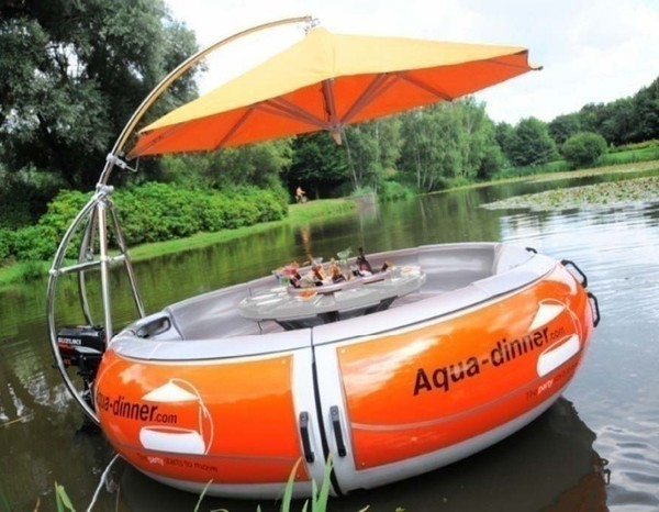 Donut-Boat-Floating-Party-and-Grill-Camping gasgrill