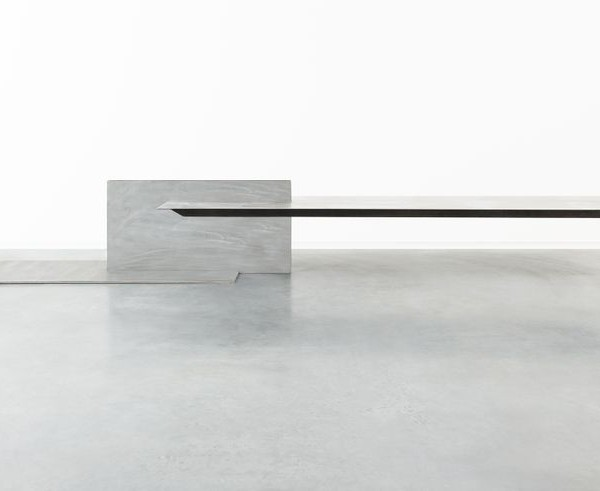 Schwebender Tisch Cantilevered Table