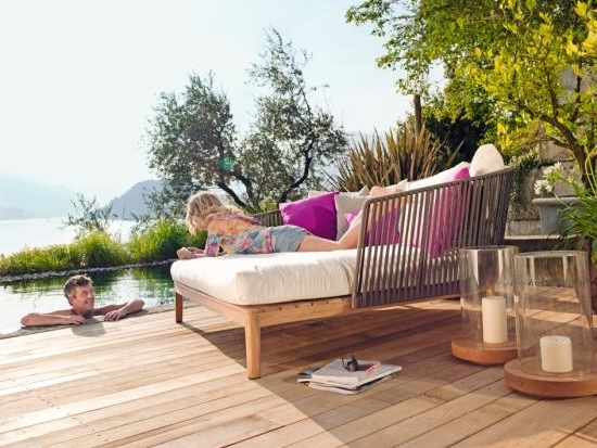 outdoor loungem bel aus holz in robust derbem design folgen dem trend pictures to pin on pinterest. Black Bedroom Furniture Sets. Home Design Ideas