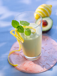 Avocado-Buttermilch-Smoothie-Mixer Smoothies