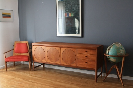 TV-Sideboard-in-rot-aus-Holz