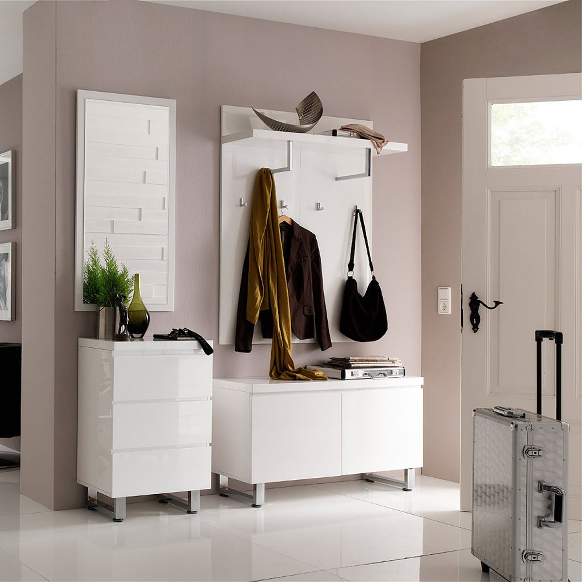 moderne garderobe ideen in wei garderobe set aequivalere. Black Bedroom Furniture Sets. Home Design Ideas
